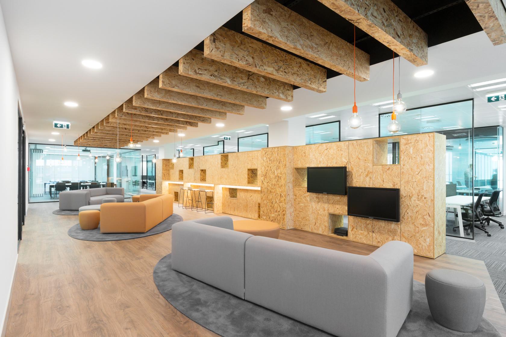 Figura 5. <b>Lounge do novo escritório da Asseco PST em Lisboa.</b>