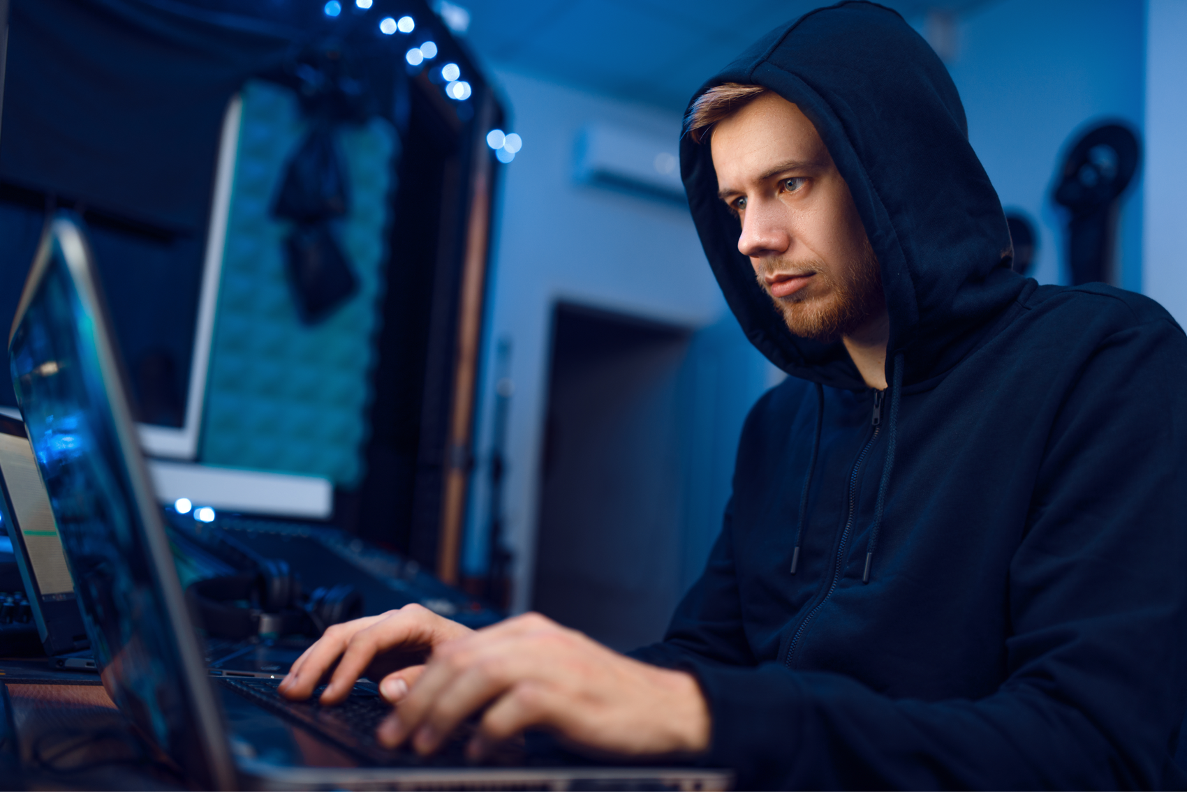 programmer-working-on-laptop-computer-technology-ZYTBRS9