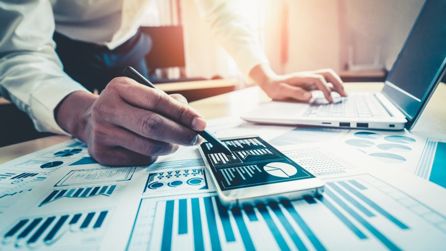 Why Data Monetization? MicroStrategy no IDC Data Monetization & Management 2021